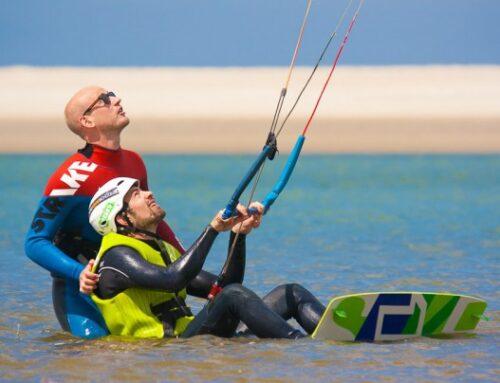 Gecontroleerde waterstart kitesurfen